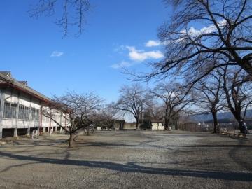 ブリュナ館(重要文化財)と広場