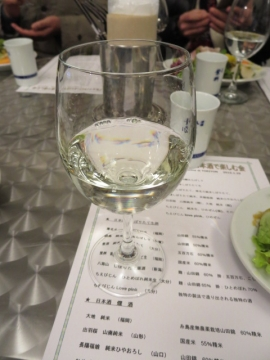 鍋島 純米吟醸あらしばり(佐賀)、ワイングラスでいただきます