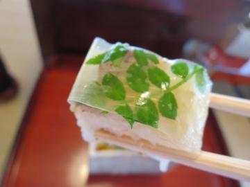 一つ一つ丁寧に愉しめます、岩魚の押し寿司は見た目も綺麗