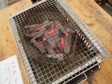 テーブルに炭セットされました