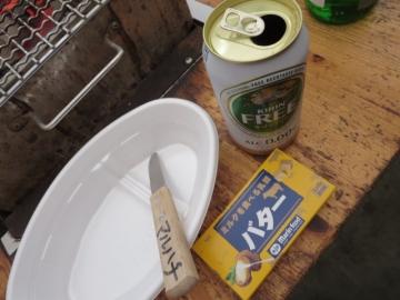 持参の皿・バター、お店の牡蠣ナイフとノンアルビール