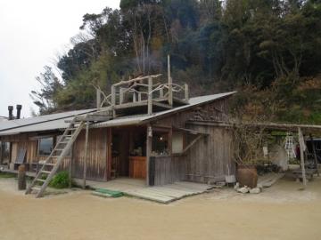塩が焚かれている工房兼売店