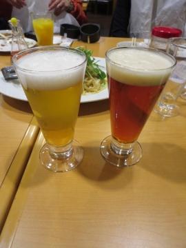 地ビールを並べて色の違いを見てみたりして