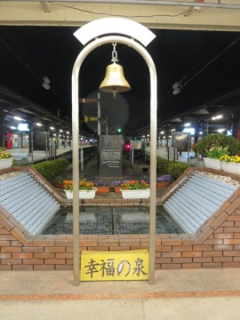 門司港駅内、幸福の泉…の奥→