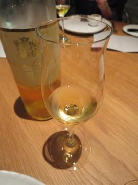 2杯目はアミューズのフォアグラに合わせてデザートワイン