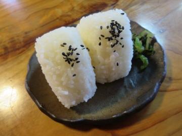 おにぎり一皿(2ケ) 180円