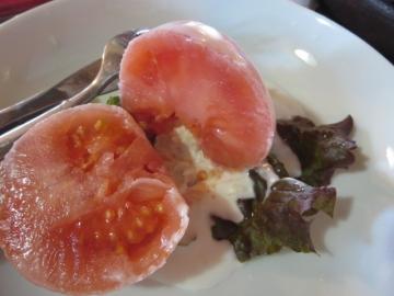 白いトマト断面