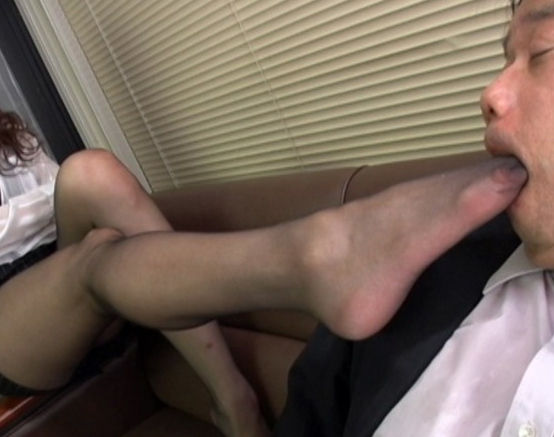 ドスケベ熟女OLが足コキや逆アナル責めしたりハメ潮SEXで絶頂の脚フェチDVD画像3