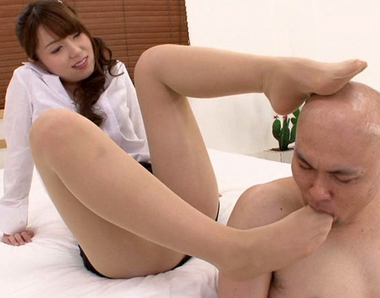 エロ女教師の蒸れ満ちた脚の香りを放つパンストで足コキの脚フェチDVD画像4