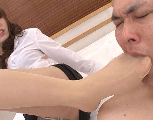 エロ女教師の蒸れ満ちた脚の香りを放つパンストで足コキの脚フェチDVD画像2