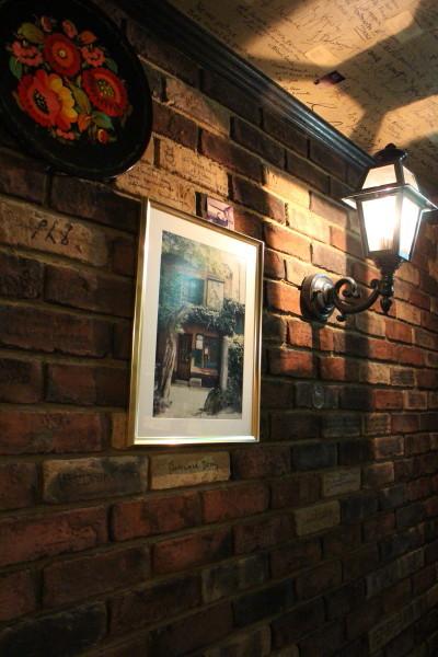 レンガの壁と写真