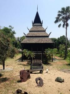 プール横の寺院