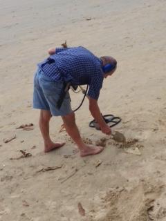 コイン拾い白人 アオナンビーチ