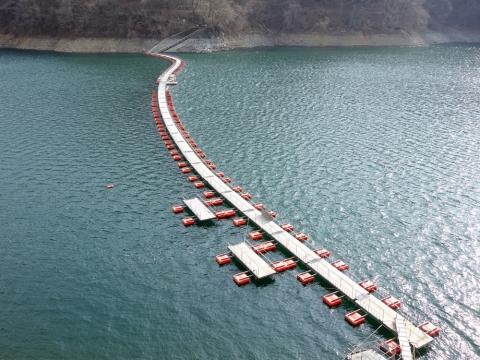 20奥多摩湖浮橋