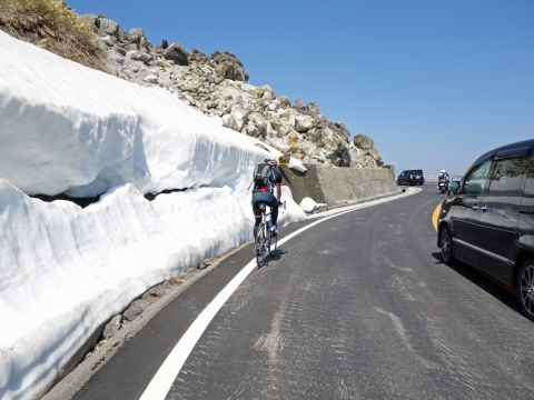 08白根山へ:雪壁