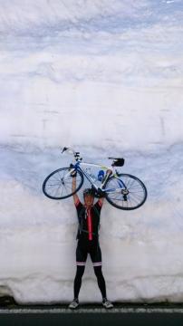 23渋峠へ:雪の回廊