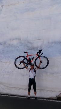 24渋峠へ:雪の回廊