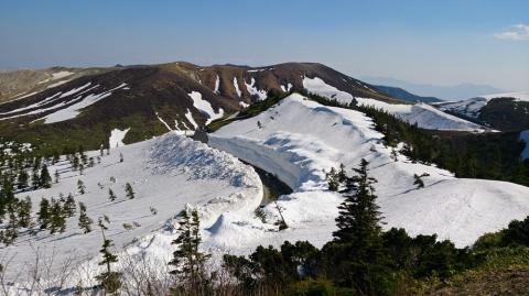 25渋峠へ:雪の回廊