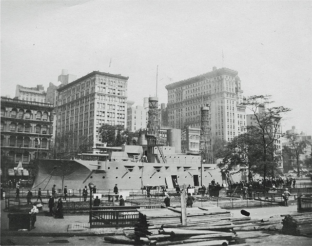 USS_Recruit_in_Union_Square_NYC_1917.jpg