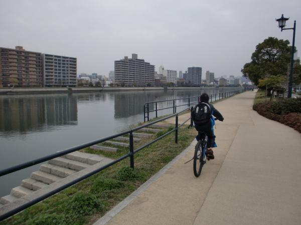 京橋川河川敷