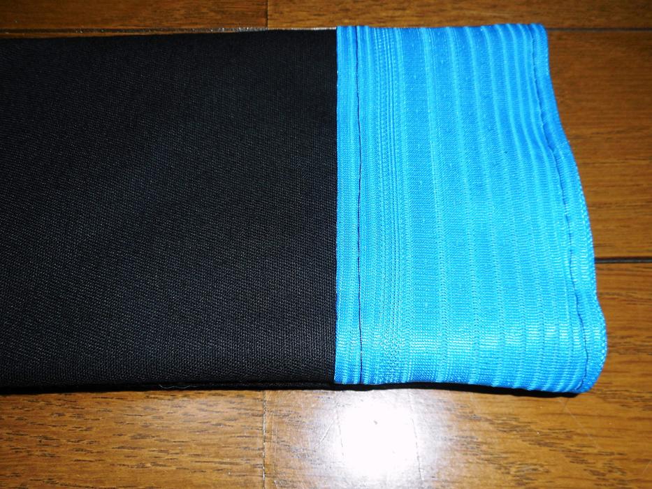 アバニコケース 黒×水色