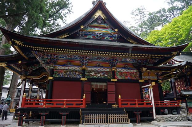 横から見た三峰神社