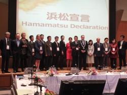 日韓欧多文化共生都市サミットが浜松市で開催 浜松宣言を読み上げる浜松市長
