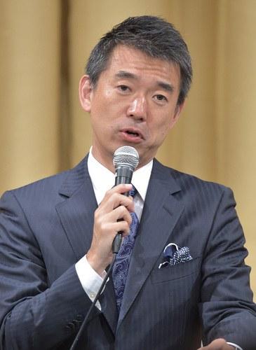 記者会見する大阪維新の会の橋下徹代表=大阪市北区で2015年5月17日午後11時11分、三浦博之撮影