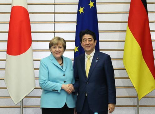平成27年3月9日、安倍総理は、総理大臣官邸でドイツ連邦共和国のアンゲラ・メルケル首相と首脳会談等を行いました