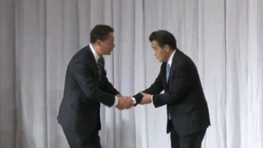 民主党の代表選挙で新代表の岡田克也が「朝鮮式(韓国式)握手」!?ネットで話題のシーン(22秒)