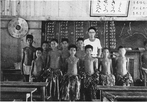 パラオの言語を顕すための文字をもたないパラオの住民のために、学校を立てて日本語の教科書を用いた日本語教育もしました。