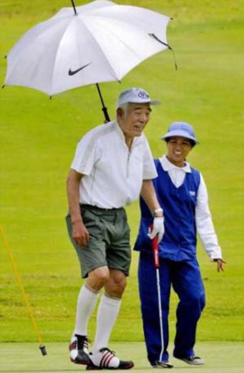 民主党副代表で災害対策責任者、マニラでゴルフ