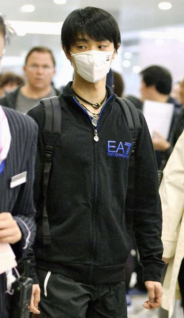 羽生結弦選手「日の丸マスク」上海の空港で