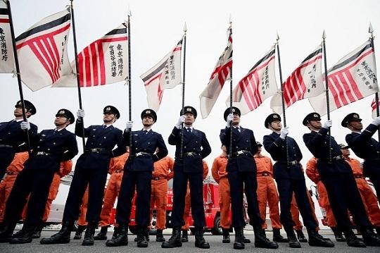 東京消防庁の出初め式で整列する消防隊員ら=東京都江東区で2015年1月6日午前9時59分、森田剛史撮影