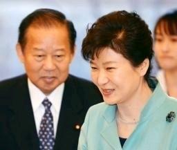 二階俊博「慰安婦問題の解決が必要」で朴槿恵と一致・日本政府の「解決済み」の立場を破棄!売国奴