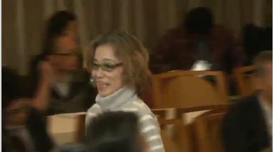 後藤健二の実母として記者会見に臨んだが、憲法9条や反原子力や地球市民の宣伝を展開し、最後は「地球のために力を合わせてがんばりまぁす!」と言い残し、笑顔で退場した石堂順子