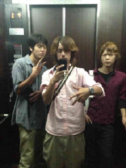 中央:舟橋龍一 18歳、 右:柴山和也 17歳(全員が川崎市立川中島中学卒)