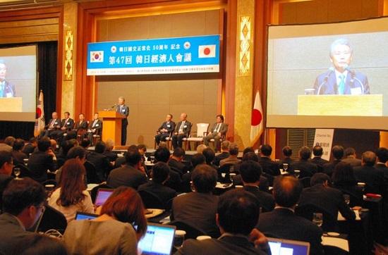 企業関係者らが13~14日にソウルで開いた日韓経済人会議。経済連携の拡大策などを話し合った=稲田清英撮影