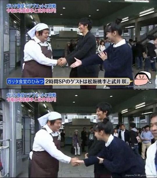 拾いもの 武井咲 人の思わぬ仕草は、普段の習慣が現れますね。↓朝鮮式握手作法