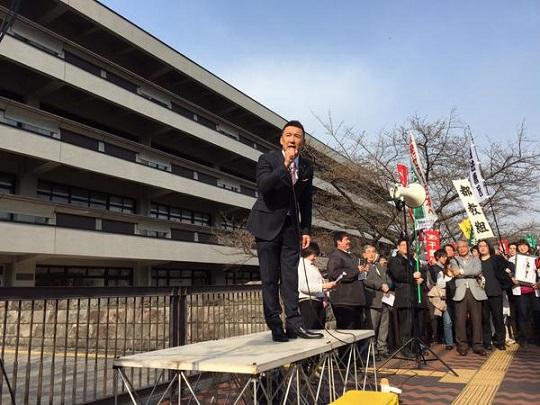 国会図書館前で山本太郎議員が抗議のスピーチ中。 #0322NOABE