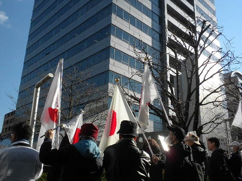 サザンオールスターズに反省を促す抗議活動20150111