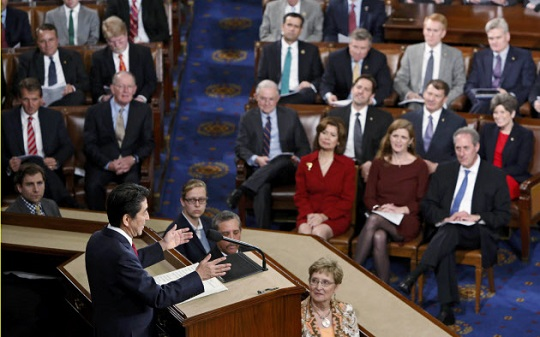 米議会で演説する安倍首相=ロイター
