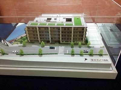 「故郷の家・東京」の1 1 / 150スケール模型。来年秋、江東区塩浜でのオープンを目指し、工事が行われる。