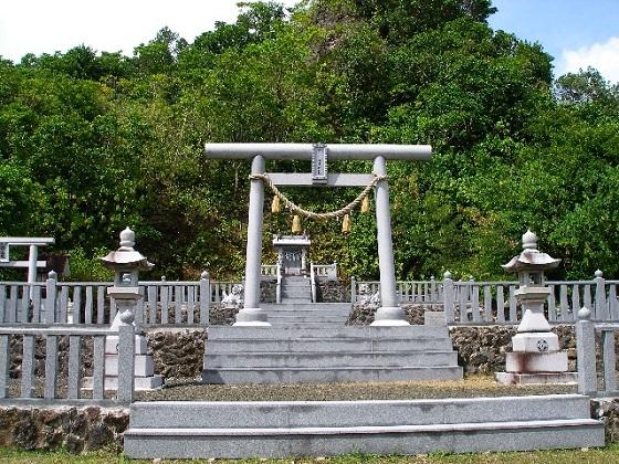 昭和57年に「ペリリュー神社」が再建されて、御祭神は「天照大神」と「戦死者一万余名の護国の英霊」です。