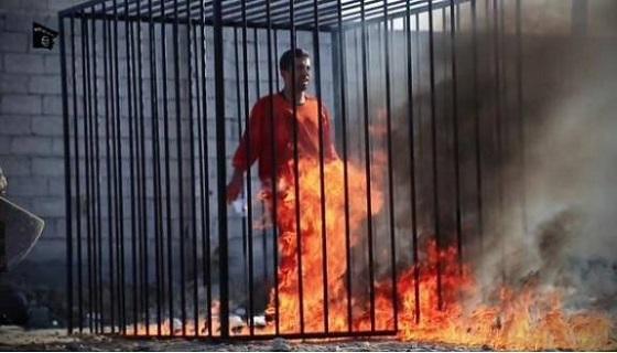 ヨルダン人パイロット殺害動画か 檻でうなだれ、覆面兵士が火 CG多用、音楽もIslamic State video claims to show burning death of Jordanian pilot