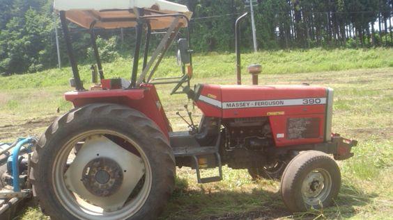 赤いトラクター