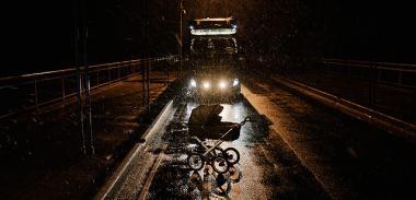 『真夜中のゆりかご』 夜中の乳母車は不気味な雰囲気がある。