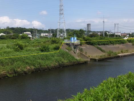 境川・俣野遊水地越流堤と排水ゲート