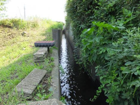俣野堰用水路・境川水路橋下