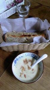 サツマイモのビシソワーズ&雑穀パン